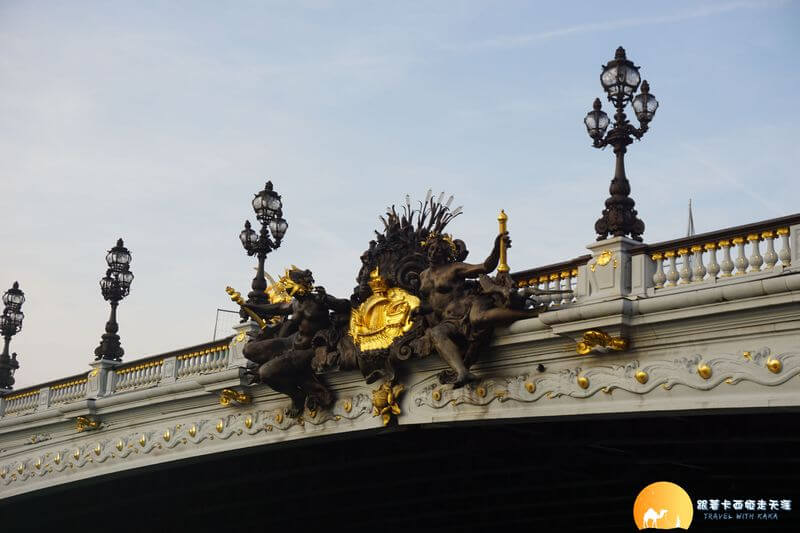 亞歷山大三世橋上雕塑